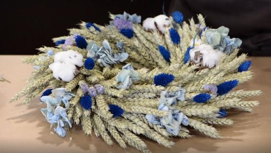 Décoration Noël/ DIY : Carrément Fleurs, dévoile un centre de table fleuri à faire soi-même
