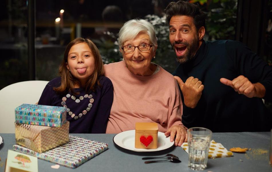 LOVEBOX célèbre la Fête des Grands-mères avec sa boite à amour connectée