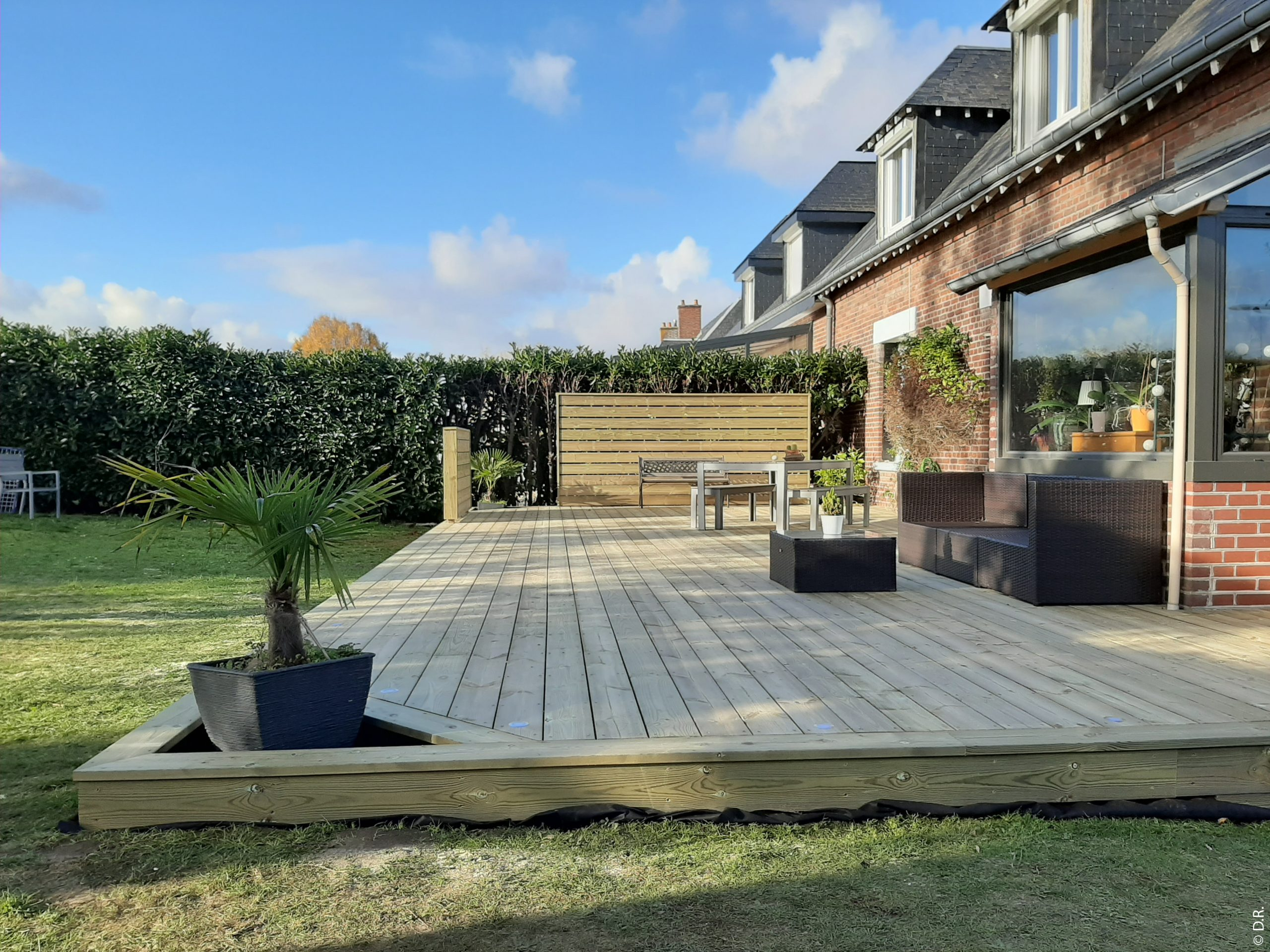 Une terrasse en bois, une vraie pièce à vivre à l'extérieur !